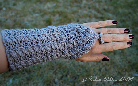 wrist warmers of Novita Luxus Wind